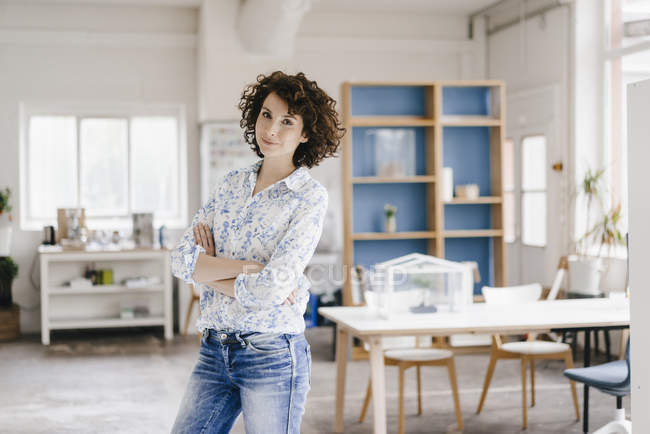 Businesswoman with arms crossed — Stock Photo