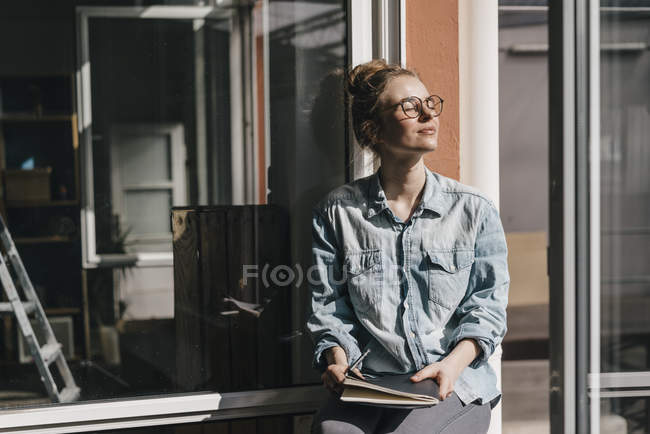 Woman with glasses in sunlight — Stock Photo