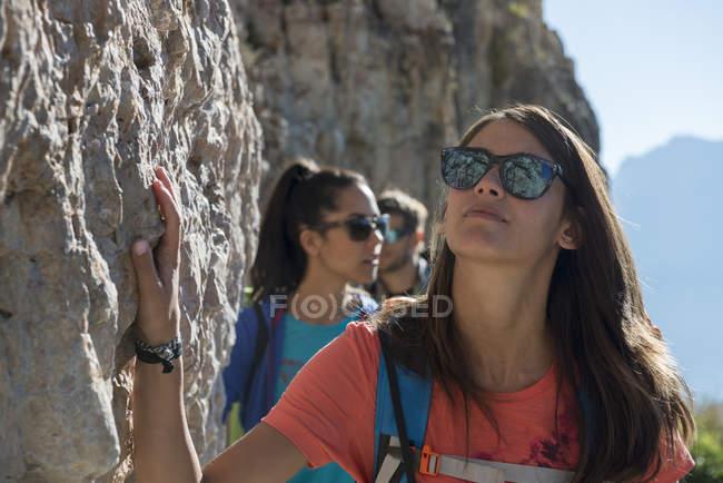 Friends climbing rocks — Stock Photo