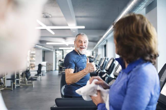 Seniors working out on treadmills — Stock Photo