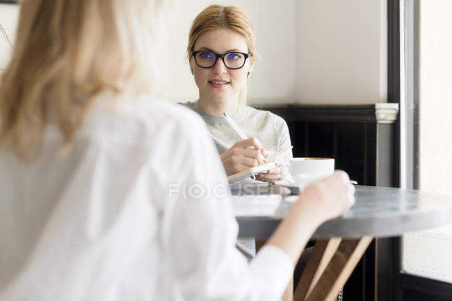 Businesswoman looking at colleague — Stock Photo