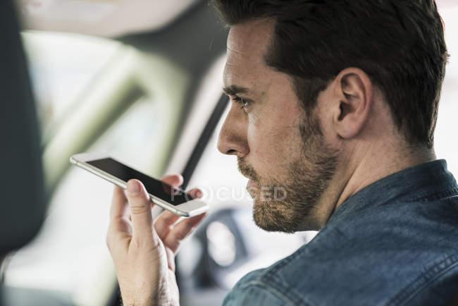 Geschäftsmann, sitzen im Auto — Stockfoto