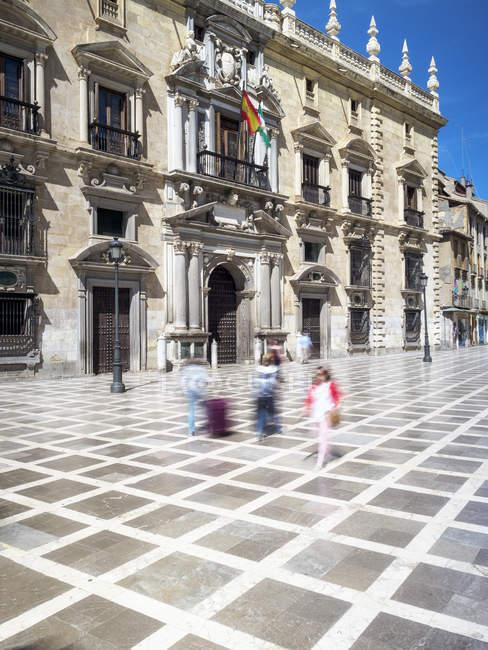 España, Granada, vista al Tribunal Superior de Andalucía, moción borrosa - foto de stock