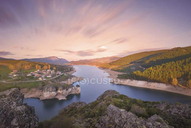 Захід сонця на озері Camporredondo — стокове фото