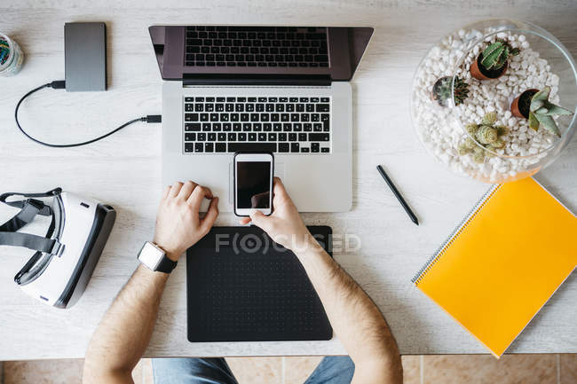 Man working with smartphone — Stock Photo