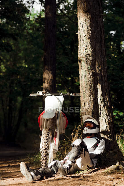 Мотокрос байкер взяти перерву — стокове фото