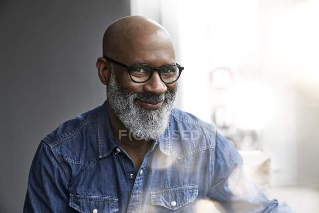 Smiling mature man looking at camera — Stock Photo