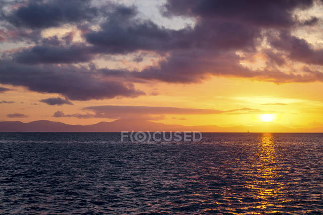 Sunset above the ocean — Stock Photo