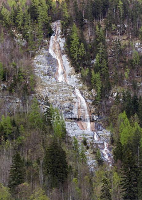 Водоспад Koenigsbach в Koenigssee озеро — стокове фото