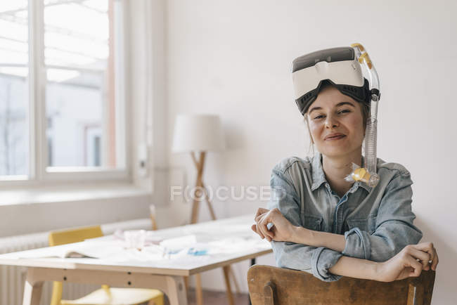 Woman with VR glasses and snorkel — Stock Photo