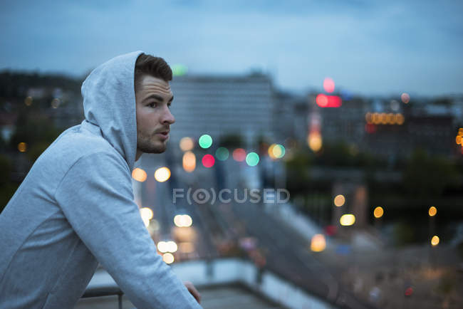 Athlete standing at roof terrace — Stock Photo