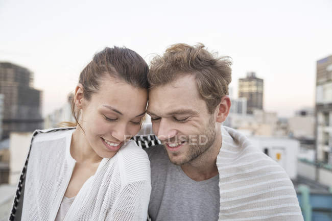 Couple sitting on rooftop terrace — Stock Photo