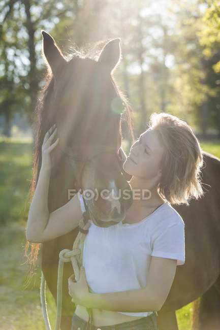 Woman and horse standing in nature — Stock Photo