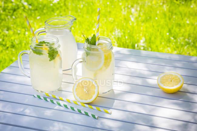 Bicchieri di limonata raffreddato — Foto stock