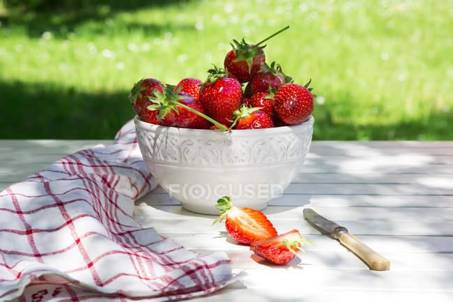 Чаша Суниця садова таблиці — стокове фото