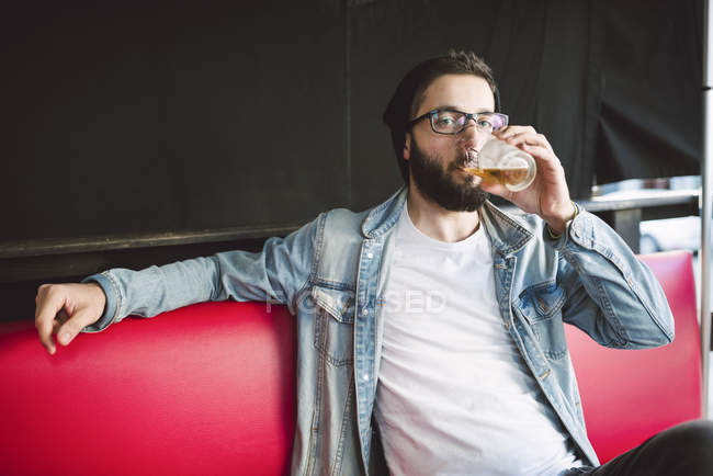 Man drinking glass of beer — Stock Photo