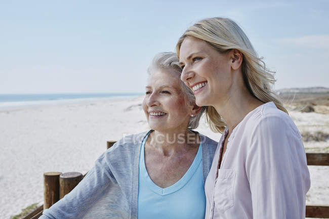 Senior woman with adult daughter — Stock Photo