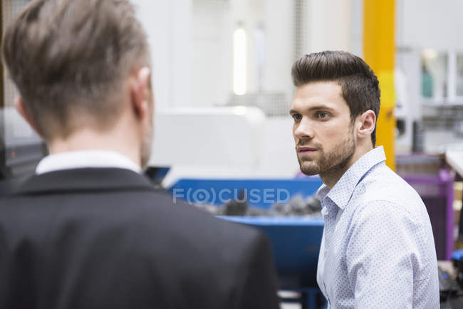 Man looking at manager — Stock Photo