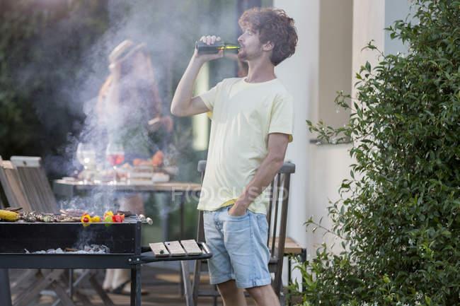 Man having a beer — Stock Photo
