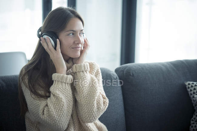 Woman listening to music at home — Stock Photo