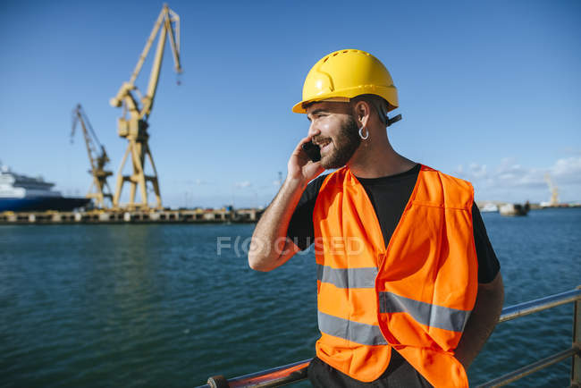 Worker talking on cell phone — Stock Photo