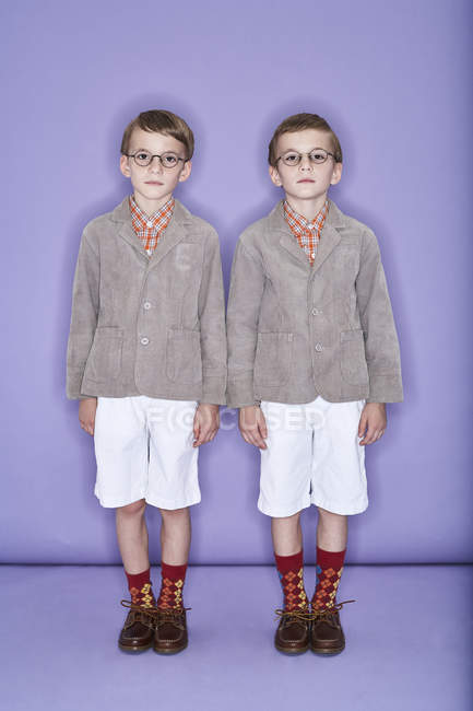 Twin brothers wearing old-fashioned clothes — Stock Photo