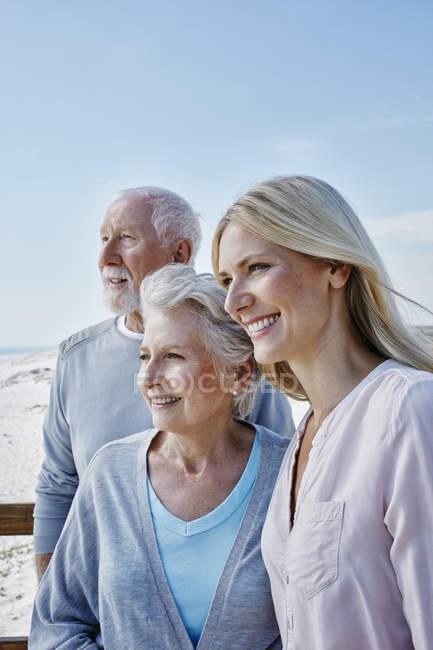 Coppia anziana con figlia adulta — Foto stock