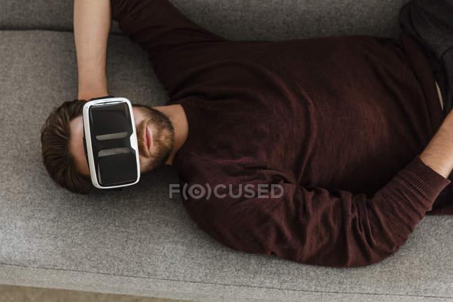 Man using Virtual Reality Glasses — Stock Photo