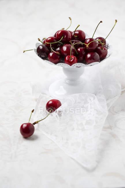 Bowl of fresh cherries — Stock Photo