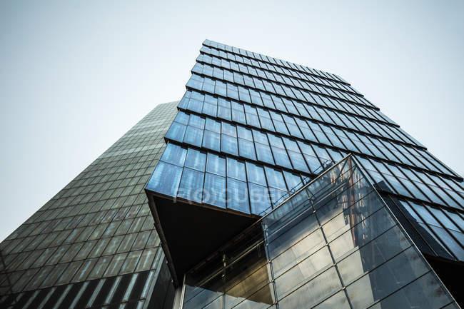 Rascacielos con ventanas de cristal, Nueva York - foto de stock