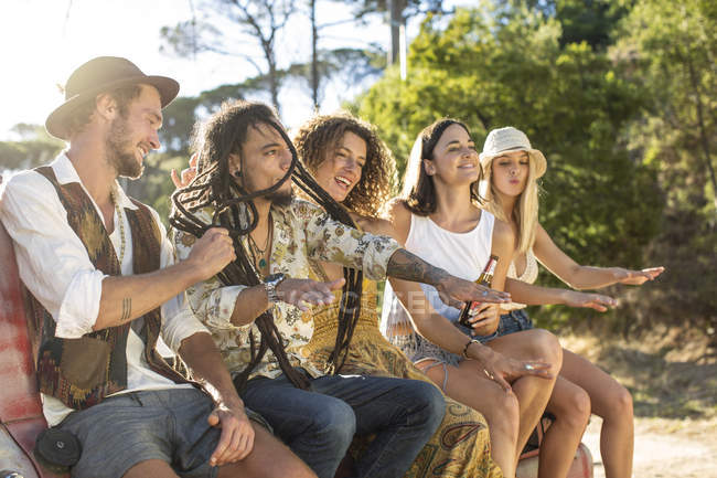 Happy young people outside van and having a good time — Stock Photo