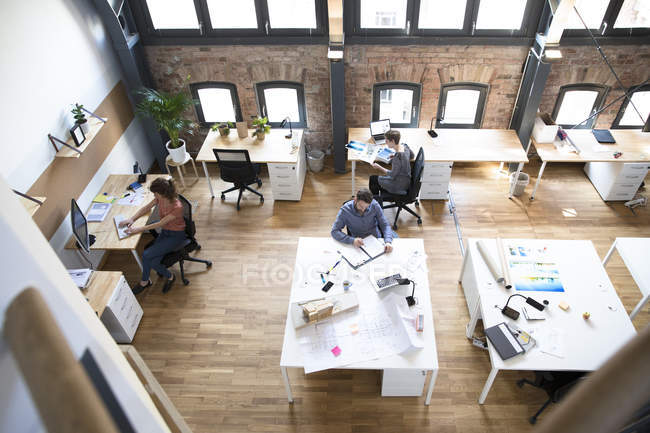 Colleagues working in office — Stock Photo