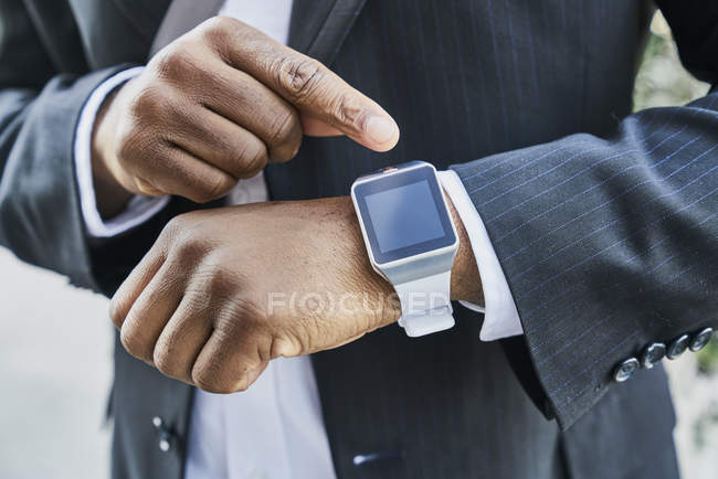 Man wearing smartwatch — Stock Photo