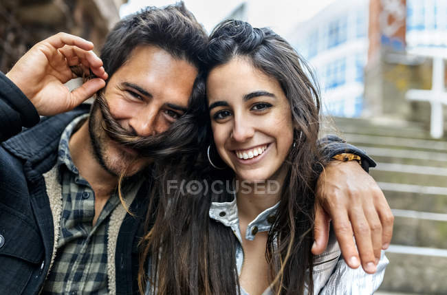 Portrait of smiling couple on street — Stock Photo