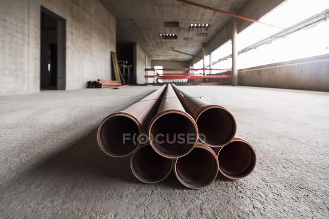 Rohre im Rohbau — Stockfoto