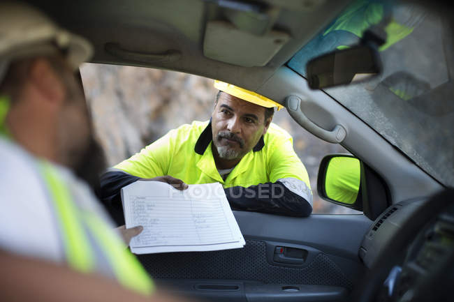 Worker handing over documents — Stock Photo