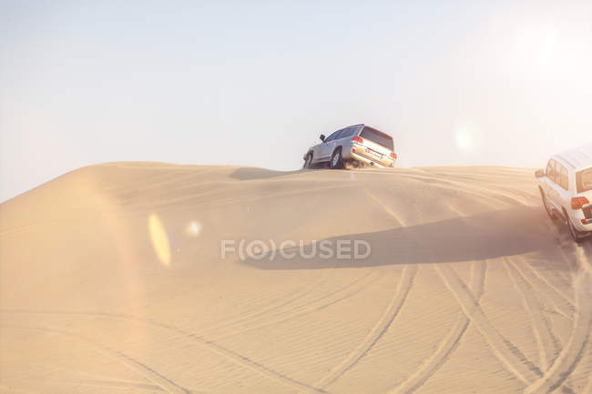 UAE, off-road vehicles on a trip in the desert between Abu Dhabi and Dubai — Stock Photo