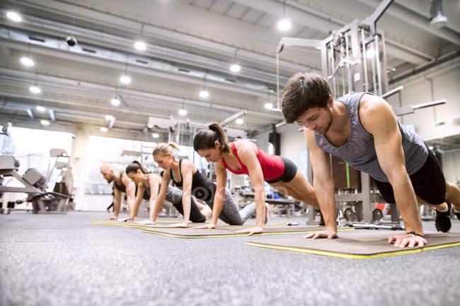 Athletes exercising in gym — Stock Photo