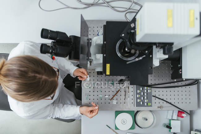Technician working in modern lab — Stock Photo