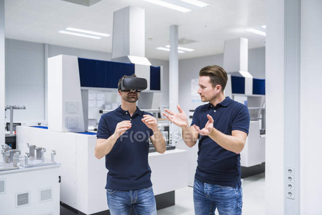 Two men with VR glasses — Stock Photo