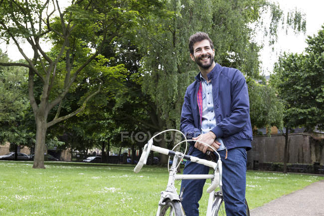 Man with bicycle in park — Stock Photo