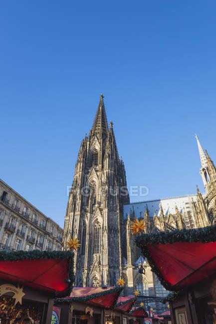 Marché de Noël à la cathédrale de Cologne — Photo de stock
