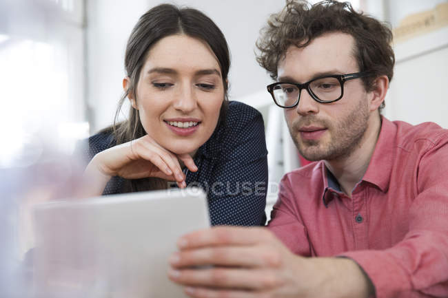 Man and woman looking at tablet — Stock Photo