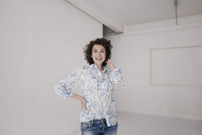 Smiling businesswoman in casual wear — Stock Photo