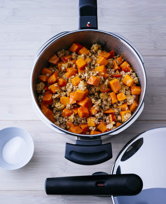 Boiled pumpkin and mincemeat — Stock Photo