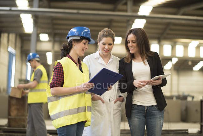 Female boss listening to coworkers — Stock Photo