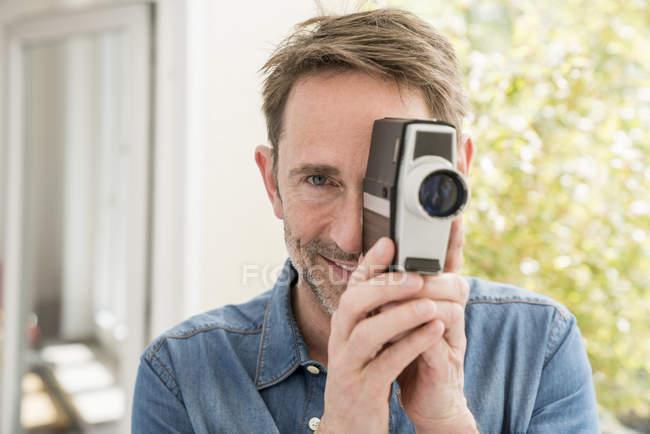 Man with movie camera — Stock Photo