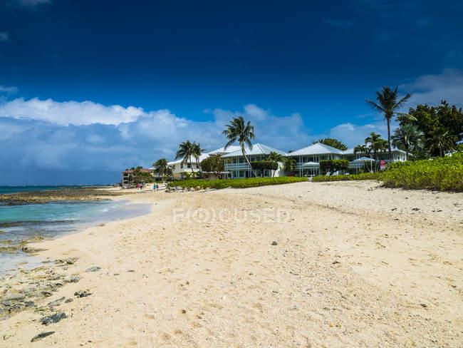 Розкішних вілл на сім метрів пляж — стокове фото