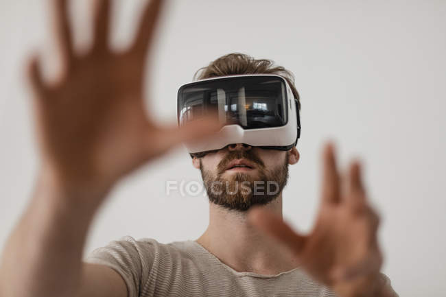 Man using Virtual Reality Glasses — Stock Photo