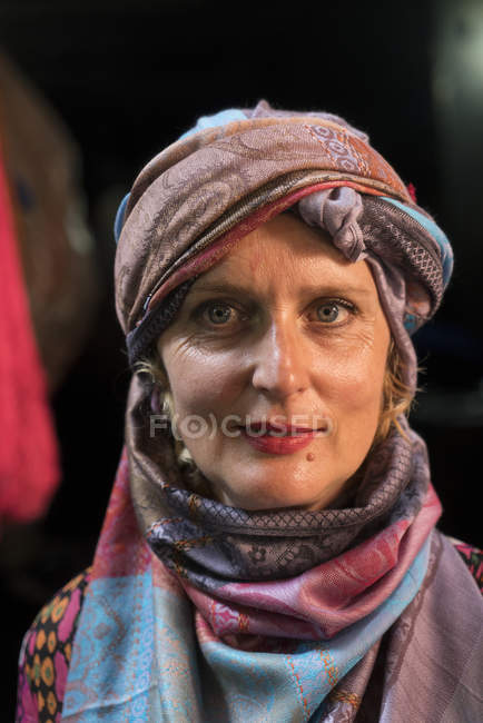 Frau in traditioneller Kleidung — Stockfoto